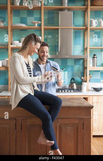 Couple shopping online at home - Stock-Bilder