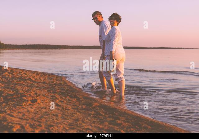 Happy senior couple on the beach - Stock-Bilder