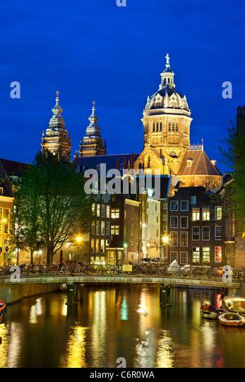 Europe, Netherlands, Amsterdam, St. Nicolaaskerk at Night - Stock Image
