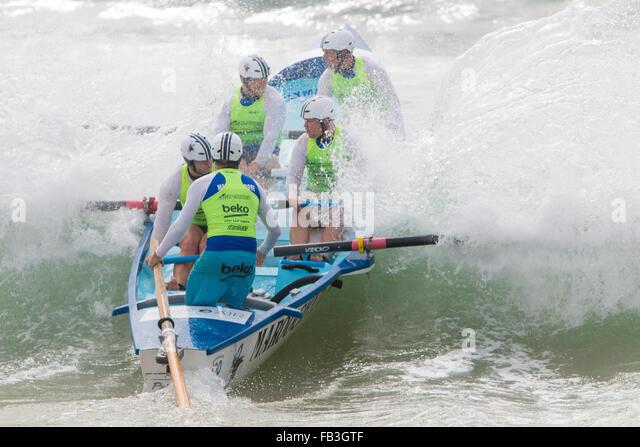 Sydney, Australia. 9th January, 2016. Ocean Thunder elite pro mens and womens surf boat racing at Dee why Beach, - Stock-Bilder