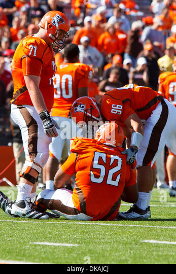 Sept. 17, 2011 - Bowling Green, Ohio, U.S - Bowling Green offensive lineman Chip Robinson (71) and defensive end - Stock Image