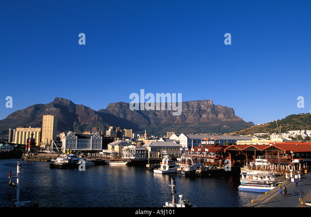 Victoria and Alfred Waterfront South Africa Cape Town  V&A Waterfront shopping arcade Table Mountain in background - Stock Image