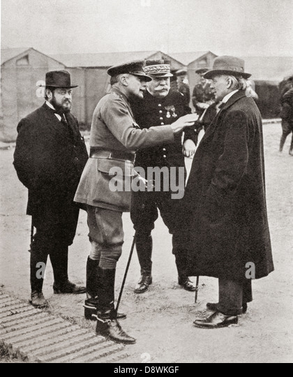 Haig, Joffre, Albert Thomas and Lloyd George in conversation during visit to Somme Front during World War One. - Stock Image