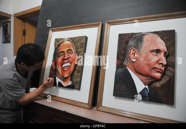 Hangzhou, Hangzhou, China. 2nd Sep, 2016. XU LEPING, a carving artist, makes wooden portraits of G20 summit members - Stock-Bilder