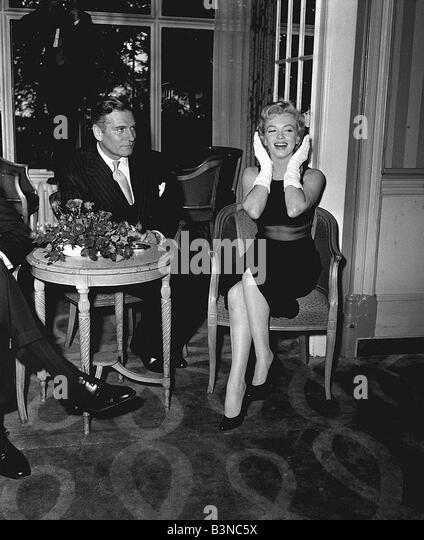 Marilyn Monroe with actor Laurence Olivier July 1956 - Stock Image