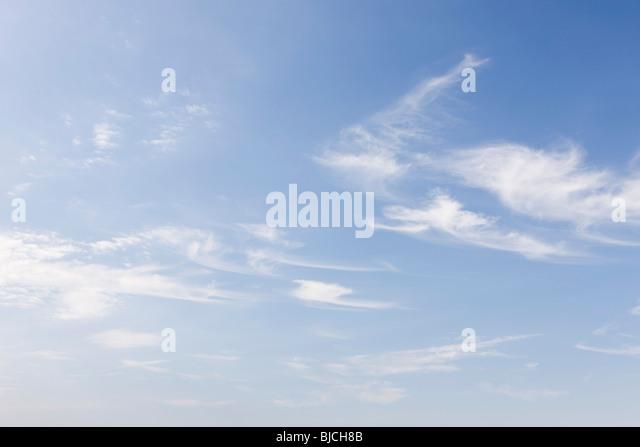 Wispy clouds in blue sky - Stock-Bilder