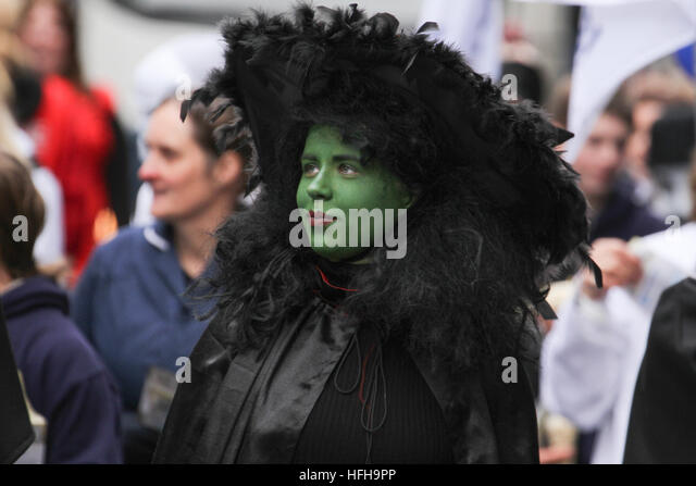 London, UK. 1st January 2017. A performer from 'Wicked' participating in London New Year's Day Parade - Stock Image