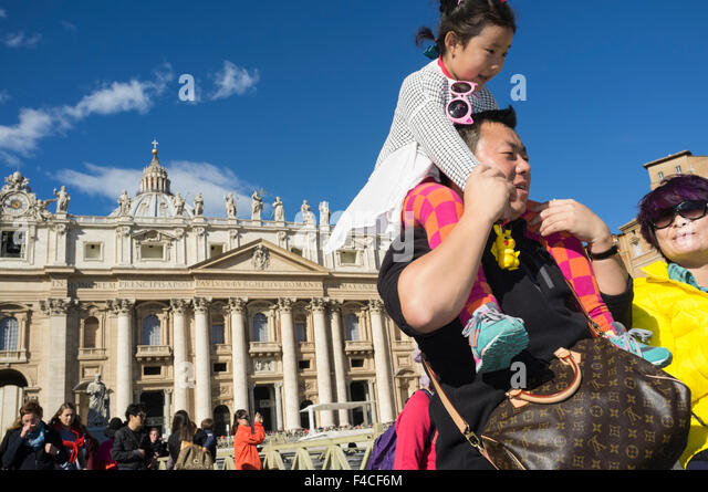 Asian family on holidays visiting St. Peter's square. Vatican city, Rome, Italy - Stock Image