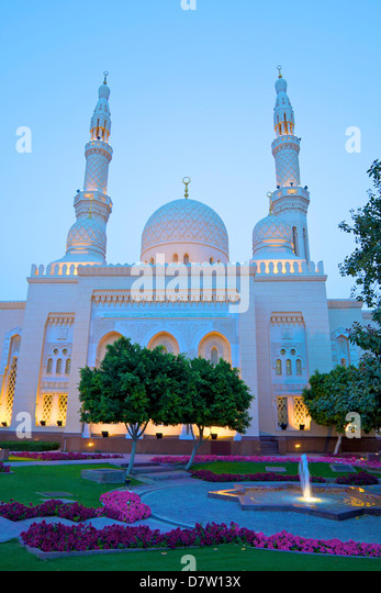 Jumeirah Mosque at dusk, Dubai, United Arab Emirates, Middle East - Stock Image