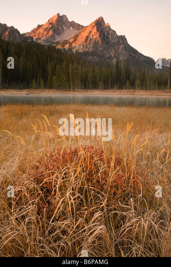 Sawtooth Mountains, near Stanley, Idaho, fall, McGown Peak, sunrise - Stock-Bilder