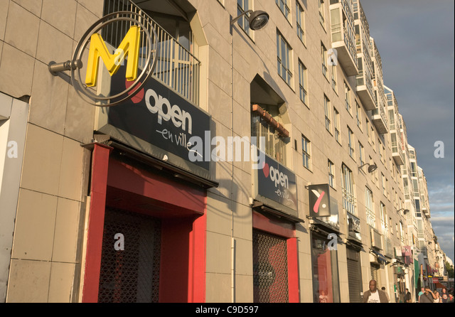 French metro sign stock photos french metro sign stock images alamy - Rue rambuteau paris ...
