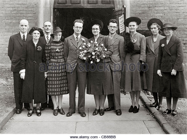 group family wedding photo in front of the church door opening England 1940s - Stock-Bilder