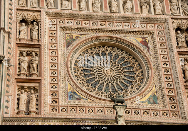 Italy, Umbria, Orvieto. The Cathedral of Orvieto or Duomo of Orvieto. 13th century Gothic masterpiece, thought to - Stock-Bilder