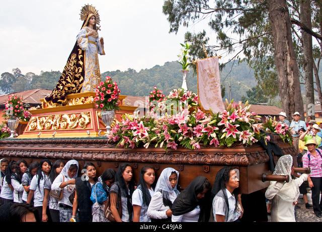semana santa or holy week essay Semana santa en espaa - semana santa (holy week) is one of the most important  domingo de ramos (palm sunday) marks the beginning of holy week .