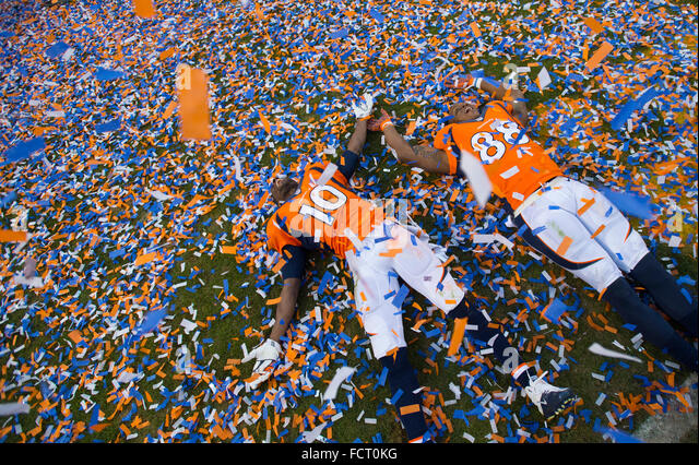 Denver. 24th Jan, 2016. Broncos wide receivers Emmanuel Sanders and Demaryius Thomas make angels in the confetti - Stock Image