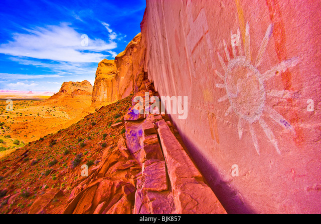 Ancient sun pictograph, Northern Arizona, Basketmaker culture rock paintings - Stock Image