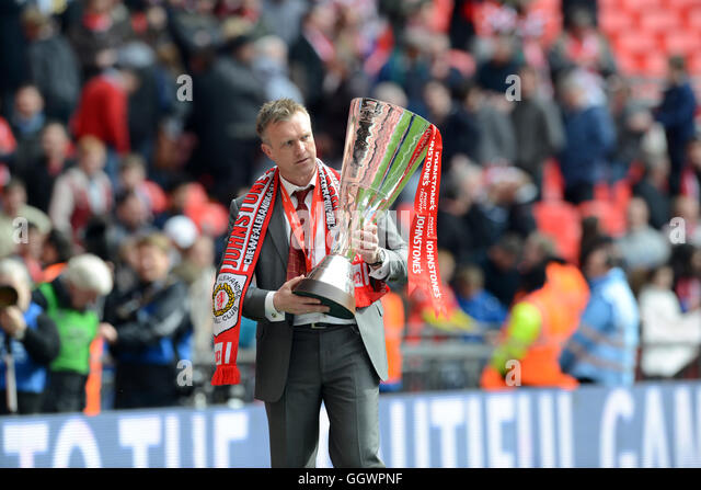 Crewe Alexandra football manager Steve Davis with the Johnstone's Paint Trophy - Stock Image