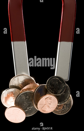 a magnet with a bunch of coins stuck to it - Stock-Bilder