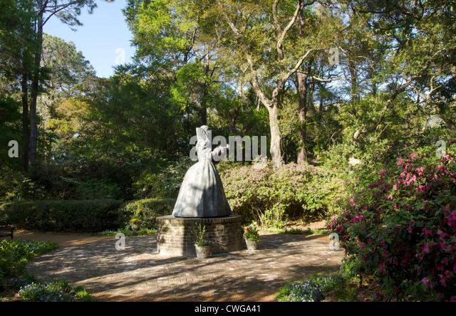 Statue of Queen Elizabeth I at Elizabethan Gardens Manteo, North Carolina - Stock Image