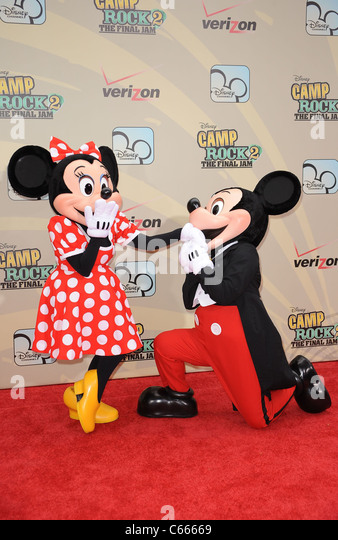 Minnie Mouse, Mickey Mouse at arrivals for CAMP ROCK 2 - THE FINAL JAM Premiere, Alice Tully Hall, Lincoln Center, - Stock-Bilder