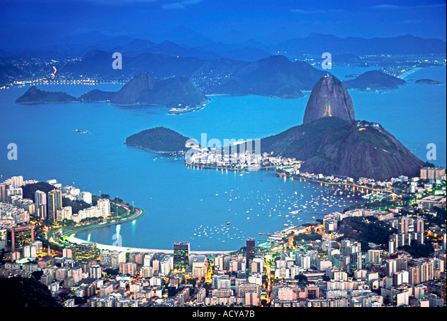 Brasil Rio de Janeiro Pao de Acucar Botafogo bay at night view from Mt corcovado 710m - Stock Image
