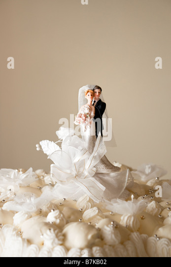 Figurines on top of wedding cake Copy space - Stock Image