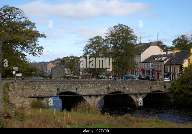 old stone bridge over the river lennon ramelton county donegal republic of ireland - Stock Image