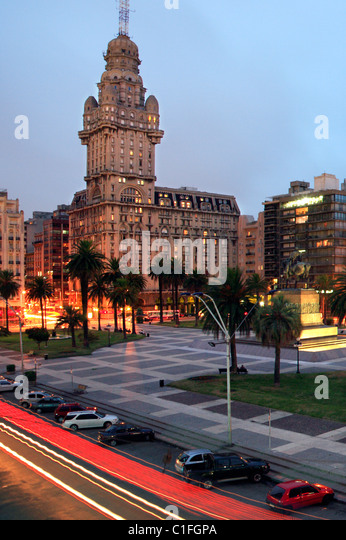 'Plaza Independencia' square, with Salvo palace at backgrpound. Montevideo, uruguay - Stock Image