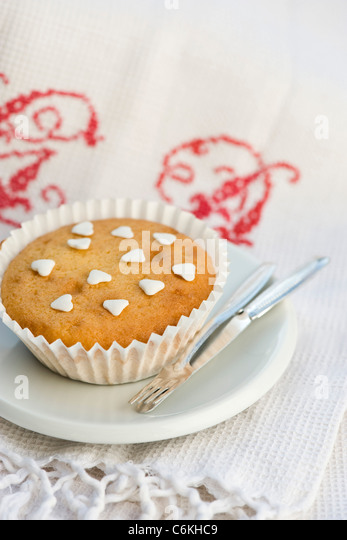 Bizcocho decorated with heart-shaped sprinkles - Stock-Bilder
