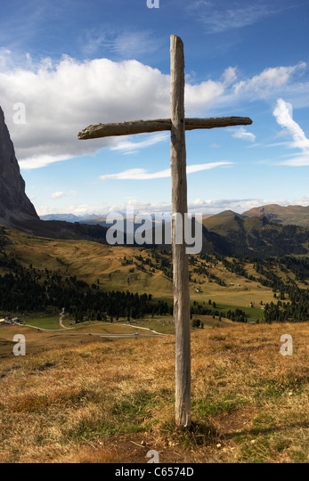 Wooden cross on Sella Pass, Dolomites, Italy - Stock Image