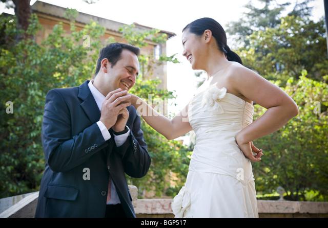 Man proposing to Asian woman outdoors - Stock-Bilder