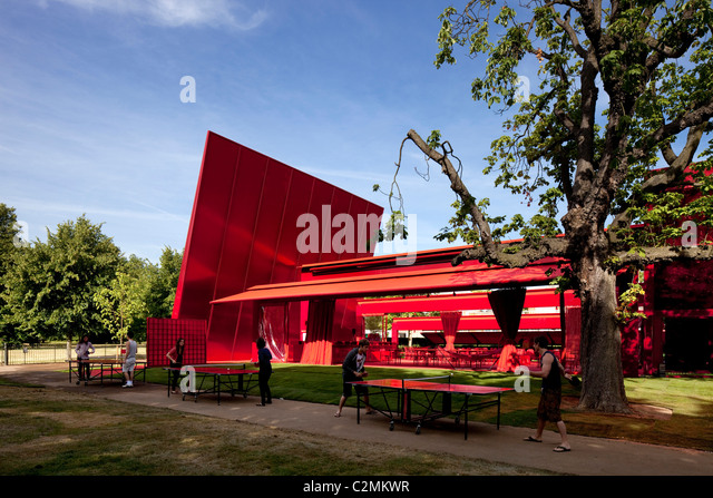 Exterior view of the Serpentine Pavilion 2010 with table tennis games. - Stock Image