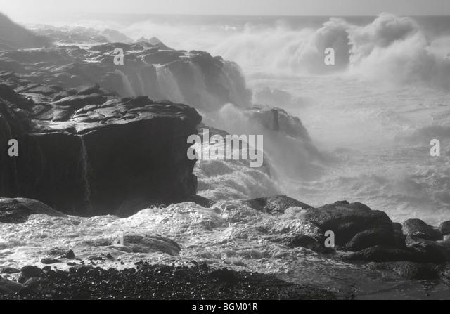 Waves crash on the rocky Oregon coastline - Stock Image