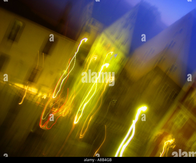 DE -  BAVARIA:  Abstract image of the Market Square in Memmingen by night - Stock Image