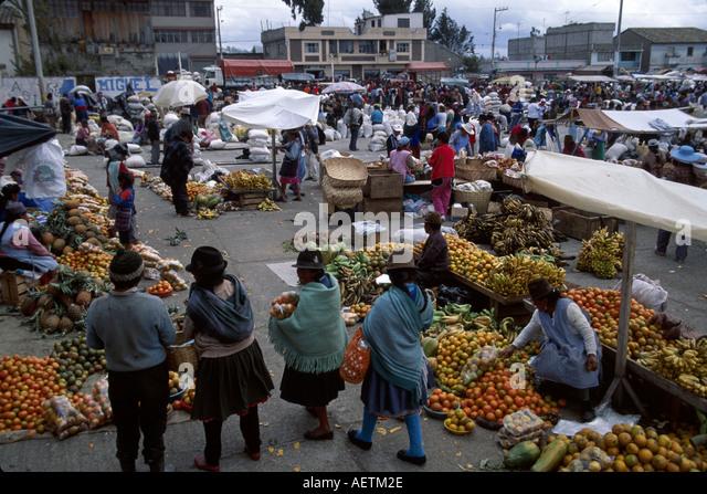Ecuador Saquisili Market Otavalo Cotopaxi Chibuleos Indigenous natives women vendors produce shopping - Stock Image