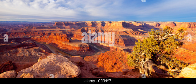 Panoramic view of sunrise over the Colorado Plateau at Dead Horse State Park, Moab Utah, USA - Stock-Bilder