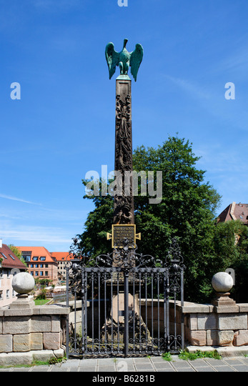 Peace symbol, dove on a baroque obelisk, cast iron railings, Obere Karlsbruecke Bridge, historic city centre, Nuremberg, - Stock Image