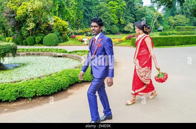 KANDY, SRI LANKA - NOVEMBER 28, 2016: The couple of newlyweds walk in Royal Botanical Garden, on November 28 in - Stock Image