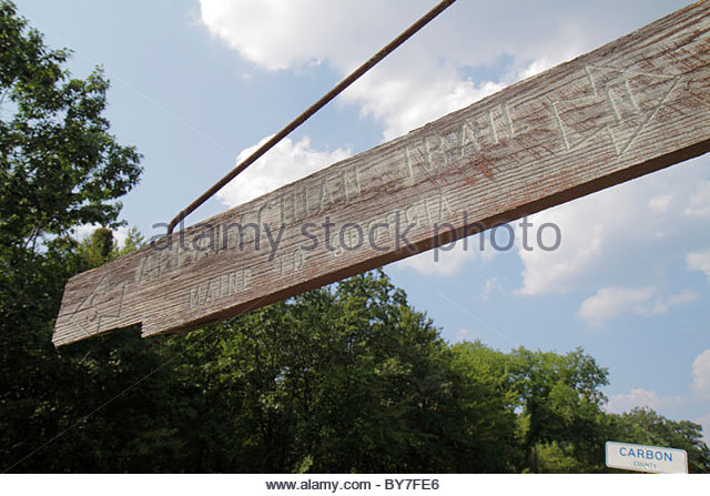 Pennsylvania Blue Mountain Danielsville wood sign Appalachian Trail arrow north south direction information 'Maine - Stock Image