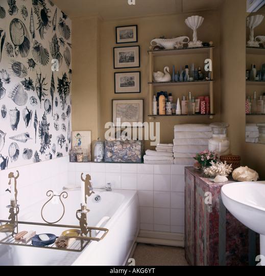 Black N White Bathroom: Interiors Traditional Bathrooms Wallpaper Stock Photos