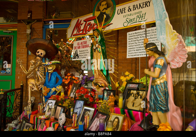 Day of the Dead altar display skulls skeletons large sunflowers Mi Tierra cafe bakery San Antonio Texas tx - Stock Image