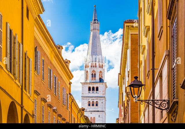 leaning-romanesque-bell-tower-in-modena-