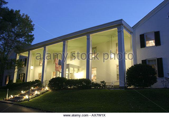 West Virginia Lewisburg General Lewis Inn night - Stock Image