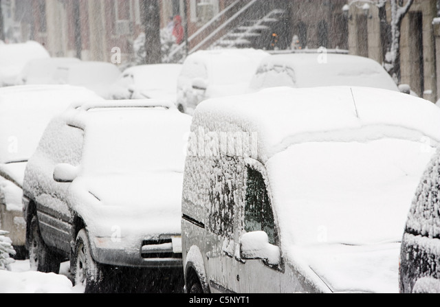 Vehicles covered in snow - Stock Image