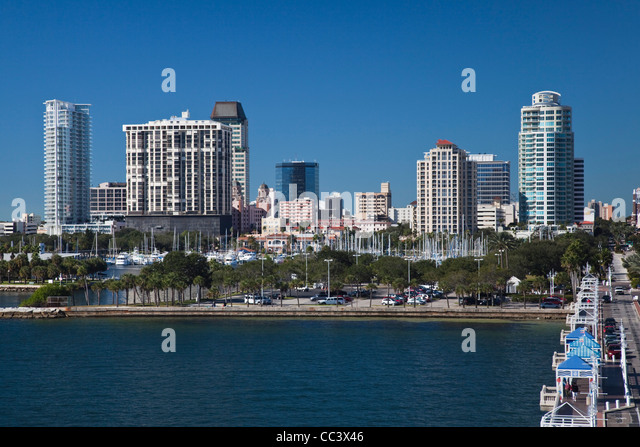 USA, Florida, St. Petersburg, skyline from The Pier - Stock-Bilder