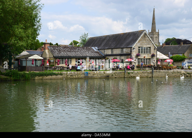 The Riverside Inn, on the north bank of the River Thames at Lechlade, Gloucestershire - Stock Image