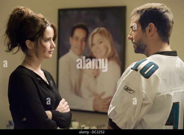 SILVER LININGS PLAYBOOK (2012) JENNIFER LAWRENCE, BRADLEY COOPER DAVID O RUSSELL (DIR) 010 MOVIESTORE COLLECTION - Stock Image