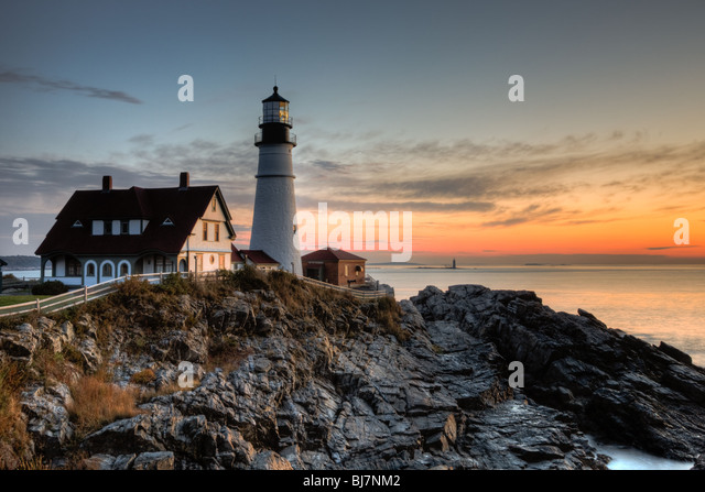Portland Head Light, which protects mariners entering Casco Bay, at dawn.  The lighthouse is in Cape Elizabeth, - Stock-Bilder