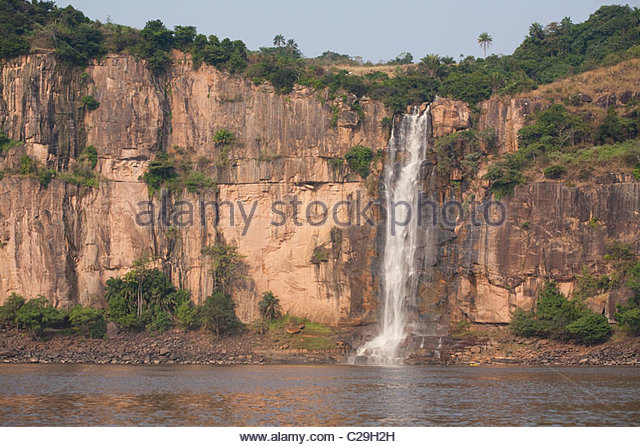 A big waterfall in the String of Pearls section of the Congo River. - Stock-Bilder
