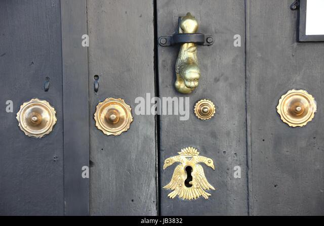 Historias stock photos historias stock images alamy for Puertas de madera antiguas
